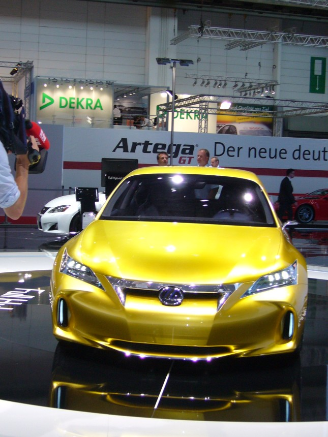 Lexus LF-Ch: Alternativer Anspruch
